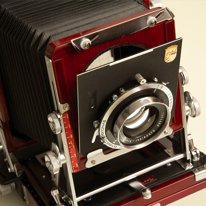 Inserting the lensboard into the Tachihara 4x5 camera (2)